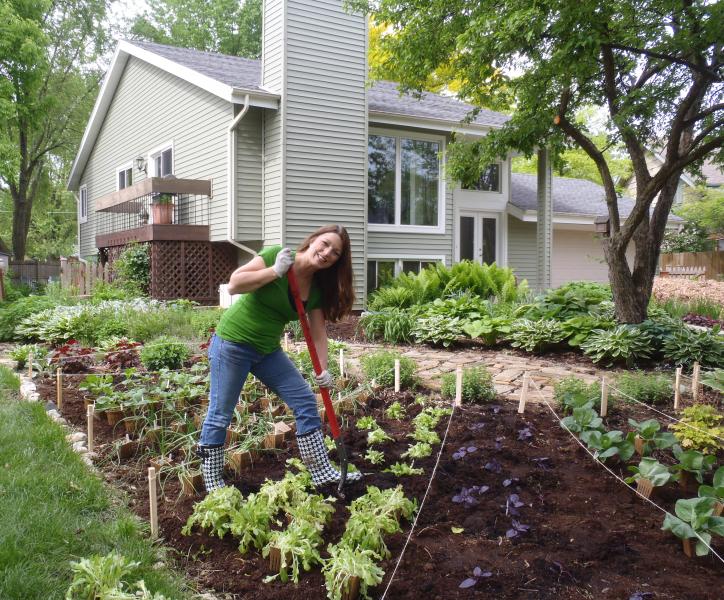 Front Yard Gardens ruthschickens